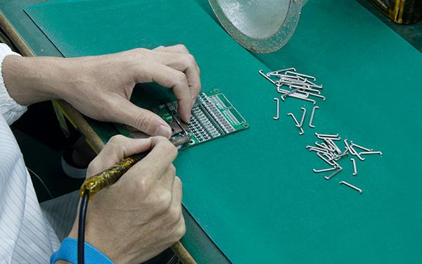 锂电池生产厂家介绍锂电池保护板的功能测试