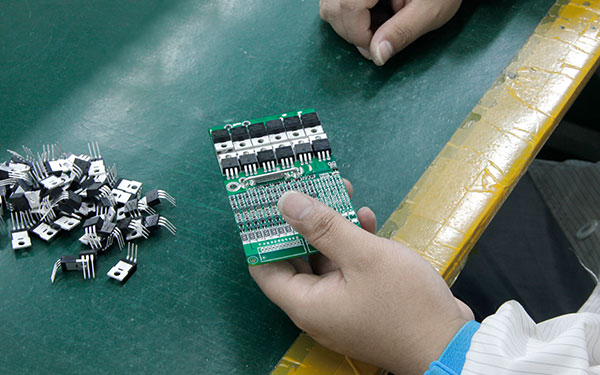 锂离子电池保护板保护板接线和锂离子电池保护板安装注意事项